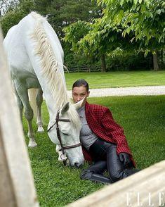 Isabella Hadid, Elle Us, Versace, Old Money, Foto Pose, Horse Girl, Equestrian Style, Gigi Hadid, Horseback Riding