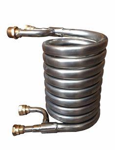 Chiller de Contrafluxo: entradas e saídas para mosto e água, num formato de serpentina.