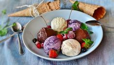Treat your sweet tooth with these mouthwatering ice cream recipes anytime any day. With these healthy homemade ice creams recipes you can! Ice Cream Desserts, Ice Cream Flavors, Ice Cream Recipes, Friendly's Ice Cream, Dairy Free Ice Cream, Best Green Smoothie, Green Smoothie Recipes, Healthy Ice Cream, Vegan Ice Cream