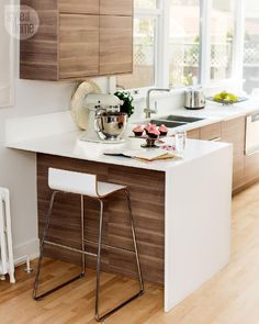 Waterfall-edged peninsula - Kitchen design: Light modern renovation