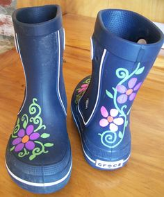Using Sharpie Oil Paint markers to embellish rain boots