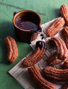Espanjalaiset churrot-munkkitangot/Spanish donuts with chocolate, churros, Kotiliesi. Chocolate Fondue, Chocolate Churros, Donuts, Sausage, Goodies, Food And Drink, Koti, Baking, Party