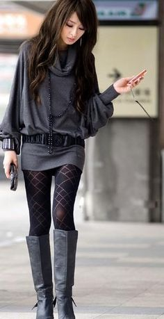Edgy fall: Boom!!! is the word Baggy shirt, Turttleneck and batwing sleeves