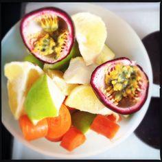 Alba tropicale: Frutto della passione, pompelmo giallo, mela verde e carote #juice