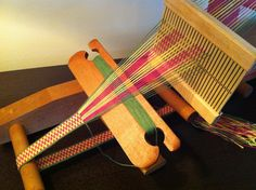 Inkle weaving Green/Pink/Yellow from Susi Rolf-Tooley. Using a rigid heddle on an inkle loom.