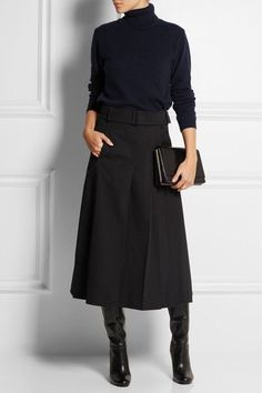 Chic Fashion Trends You Need To Try - Daily Fashion Outfits I love love love this skirt. The whole outfit would be a staple in my closet. The whole outfit would be a staple in my closet. Fashion Mode, Work Fashion, Daily Fashion, Fashion Trends, Trendy Fashion, Classic Womens Fashion, Classic Fashion Ideas, Classic Chic, Fashion Black