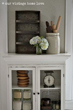 our vintage home love: decorating with vintage kitchen items