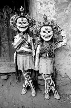 These Bizarre Old Photos Show How Weird Our Ancestors Were. Illustration Photo, Arte Tribal, Tibetan Buddhism, Arte Popular, Vintage Halloween, Vintage Witch, Halloween Halloween, Halloween Makeup, Halloween Costumes