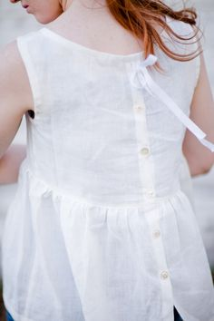 [Linen--another very comfortable fabric for hot weather. It wrinkles much more than cotton, but in summer you're not usually looking for a formal look anyway. White Linen Pleated Top Sz Small ON SALE by annaallen on Etsy Mode Style, Style Me, Quoi Porter, Linen Blouse, Mode Inspiration, White Fashion, Fashion Details, Blouses For Women, Beautiful Dresses
