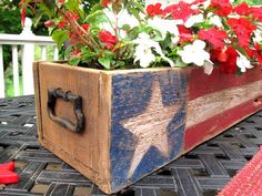 Patriotic Pallet Wood Centerpiece - Scavenger Chic Pallet Wood of July, Memorial Day Patriotic Crafts, July Crafts, Summer Crafts, Holiday Crafts, Americana Crafts, Patriotic Party, Patriotic Wreath, Fourth Of July Decor, 4th Of July Decorations