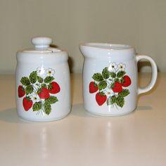 mccoy strawberry | Vintage McCoy Strawberry Country Creamer and Sugar Set