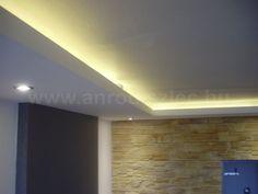 Mennyezeti rejtett világítás.  Méterenként csak 2.5 wattot fogyaszt ez a LED szalag, amely alacsony energiafelhasználással akár üzletek is gazdaságosan kivilágíthatóak! Bathroom Lighting, Led, Living Room, Mirror, Furniture, Kitchen, Home Decor, Plastering, Ceilings