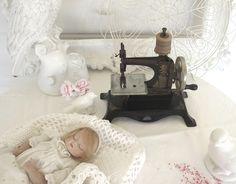 ~♡~  Antike Kinder Nähmaschine  ~♡~ von Weidenröschen auf DaWanda.com