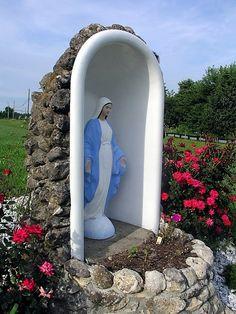 how to make a bath tub grotto | Found on articles.sfgate.com