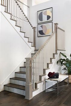 Do you identify with glamour? Step inside a decadent San Diego abode putting a fresh spin on sparkle. Filled with mixed metallics and ultra-plush textiles, this stunning space designed by Studio H Design Group breaks all kinds of stereotypes. Tiled Staircase, Modern Staircase, Staircase Design, Staircase Ideas, Staircases, Modern Entryway, H Design, House Design, San Diego Houses