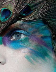 20 Peacock Feather Inspired Eye Make Up Designs Ideas Looks 1 20 + Peacock Feather Inspired Eye Make Up Designs, Ideas & Looks Peacock Halloween, Peacock Costume, Bird Costume, Maquillage Halloween, Halloween Makeup, Halloween Costumes, Halloween Eyes, Fairy Costumes, Holiday Makeup