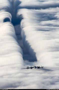 Красавчик Ту-95 в полёте