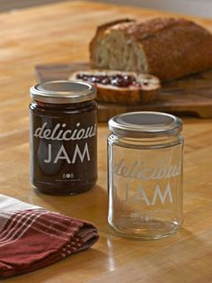 The vintage-inspired graphic makes these the perfect jars for homemade jams, jellies and preserves.