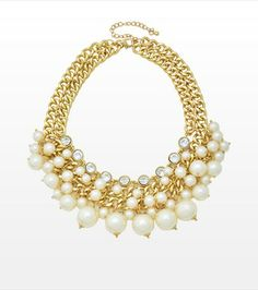 Chic and Glamorous! This pearl statement necklace is perfect for cocktails! Pair it with your favourite little black dress. Bling Bling, Pearl City, Pearl Statement Necklace, Key Jewelry, Gold Accessories, Girly Things, Passion For Fashion, Gems, Jewels