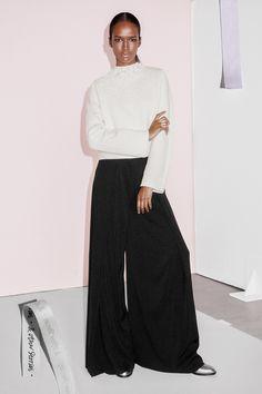 ¿NADA QUÉ PONERTE? Olvida los pitillos y súmate al movimiento de los pantalones 'palazzo' para crear un outfit que funciona las 24 horas con el binomio ganador.