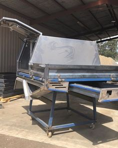 Specialising in customised trays and dog boxes as well as other metal fabrication and engineering. Toyota Camper, Toyota Pickup 4x4, Truck Canopy, Ute Canopy, Cruiser Car, Land Cruiser, Custom Truck Flatbeds, Hilux Mods, Triton Ute