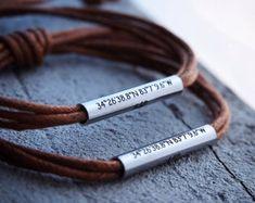 Bracelets de couple personnalisés ensemble de bracelet de | Etsy Couple Bracelets Leather, Bracelet Couple, Custom Leather Bracelets, Bracelets For Boyfriend, Bracelets For Men, Bracelet Set, Washer Bracelet, Personalized Bracelets, Handmade Bracelets