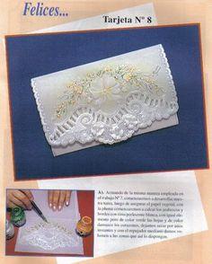 Tarjetas Españolas.  Sobre la hoja de papel vegetal se dibuja el modelo elegido. Luego se procede al repujado, que consiste en el grabado de las líneas, que se quieren resaltar, desde la cara opuesta del papel.