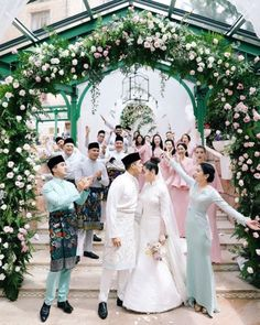 SEE PICS: Malaysian heiress Chryseis Tan weds with a fairy tale garden-inspired marquee wedding! Tan Wedding, Foto Wedding, Wedding Groom, Dream Wedding, Wedding Ideas, Malay Wedding Dress, Kebaya Wedding, Wedding Gowns, Wedding Movies