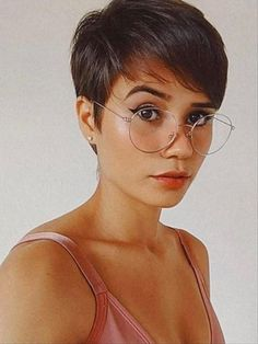 26 Classy Pixie Haircut for Thick Hair and Thin Hair - The First-Hand Fashion News for Females - Pixie Haircut Thin Hair, Pixie Haircut For Round Faces, Longer Pixie Haircut, Short Hairstyles For Thick Hair, Thin Hair Haircuts, Short Pixie Haircuts, Short Hair Styles, Fine Hair Pixie Cut, Pixie Haircut Styles