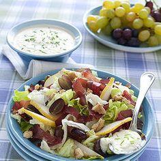 Un'insalata raffinata per una tavola ricercata ed elegante. E' un antipasto o un contorno ricco di sapori diversi