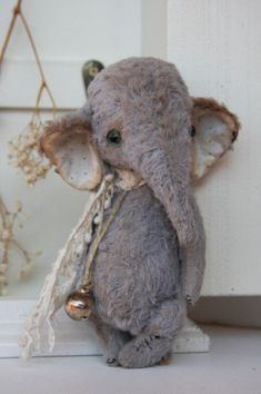 Stuffed Animals Crafts PDF Sewing Pattern for 6 inch Vintage Elephant par noblefabric - sewing pattern for vintage elephant designed by Olga Orel English instructions on all my patterns, fully jointed, will send to your email address Sewing Toys, Sewing Crafts, Sewing Projects, Sewing Tutorials, Sewing Kit, Sewing Stuffed Animals, Stuffed Animal Patterns, Vintage Sewing Patterns, Doll Patterns