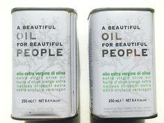 Beautiful oil for beautiful people! Deze heerlijke Exra Vierge olijfolie in het prachtige blikje is een lust voor het oog. Gebruikt in veel sterrenrestaurants