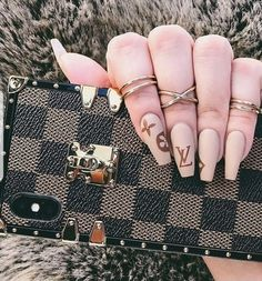 Designer Brown check iPhone case from Little luxe Fashion - Gucci Nails - Ideas of Gucci Nails - Aycrlic Nails, Gold Nails, Matte Nails, Coffin Nails, Black Nails, Matte Black, Nail Swag, Gucci Nails, Burberry Nails