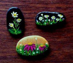 Wild Flowers - Painted stone Pebble Painting, Love Painting, Pebble Art, Rock Painting Ideas Easy, Rock Painting Designs, Painted Rocks Craft, Painted Stones, Rock Flowers, Wild Flowers