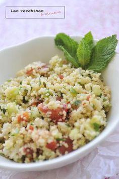 Taboulé - ensalada cous cous / 160 g de cuscús. 1/2 pimiento rojo. 1/2 pimiento verde. 1/2 pepino. 1 tomate muy rojo grande. 1 diente de ajo. 1/2 cebolleta mediana. zumo de un limón. 1/2 vaso de agua. aceite de oliva. menta o hierbabuena. perejil. sal y pimienta al gusto