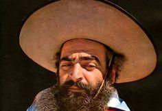 """Jorge Antonio Cafrune, apodado """"el Turco"""", fue uno de los cantantes folclóricos argentinos más populares de su tiempo, además de un incansable investigador, recopilador y difusor de la cultura nativa."""