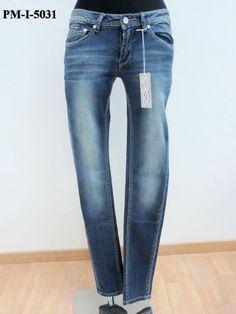 Jeans molto stretto