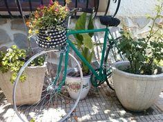 Bicicleta antigua como elemento decorativo