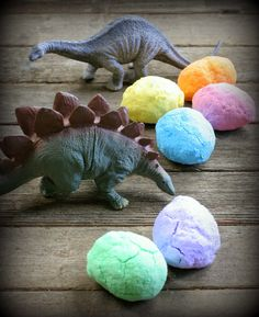 Huevos de pascua con dinosaurios