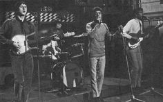 6 Aug. 1965, The Who appeared on Ready Steady Go! at Wembley Studios in London using borrowed gear as their regular gear was already in Richmond for the 5th National Jazz & Blues Festival gig that night. Pete is seen with a Danelectro Standard Shorthorn. And both Pete and John are using Vox AC-30 combos.