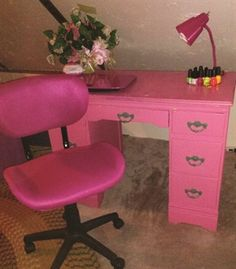 We asked nail techs to share their favorite nail tables and desks. Here s a look at the creative, clever, and varied surfaces where manicure magic is made. Nail Desk, Nail Room, Home Nail Salon, Nail Salon Decor, Manicure Station, Nail Station, Nails Bar, Vintage Nails, Salon Furniture