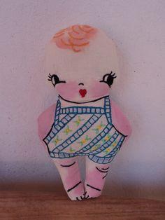 Muñeco en tela bordado y pintado