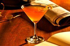 Coctel Journalist Ingredientes: 50 cc Gin 1 Dash de Vermouth  Dry 1 Dash de Vermouth Rojo 1 Dash de Triple Sec 1 Dash de Jugo de Limón Gotas de Angostura http://www.cocinaland.com/31-cocteles-para-despedir-el-ano/