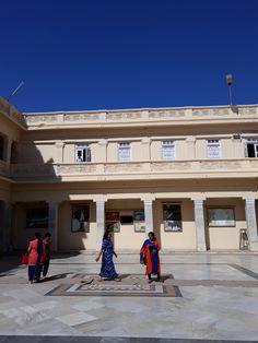 #magiaswiat #podróż #zwiedzanie # indie #blog #azja #zabytki # #swiatynie #shiva #krsna #posagi #slonie #palac #vrindavan Indie, Shiva, Mansions, House Styles, Blog, Manor Houses, Villas, Mansion, Blogging