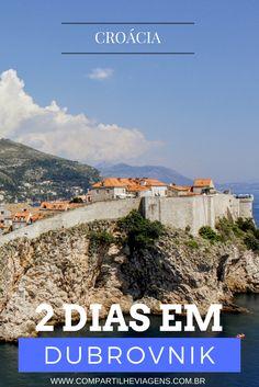 """Conhecida como """"Pérola do Mar Adriático"""", Dubrovnik tem um centro histórico Patrimônio Mundial da Unesco, protegido por muralhas e fortificações bem conservadas, repleto de igrejas, museus e galerias. E em volta da cidade estão belas praias de águas cristalinas. Como se não bastasse, a cidade foi uma das principais locações da série no Game of Thrones, que fez explodir o número de turistas."""