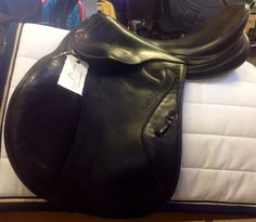 Michel Robert jumping saddle from Prestige.