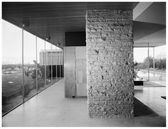 The Kaufmann House was designed by Austria-born architect, Richard Neutra in and is located in Palm Springs, California. The house. Richard Neutra, Palm Springs, Frank Lloyd Wright, Architecture Details, Interior Architecture, Modernisme, Modern Architects, Architectural Photographers, Desert Homes