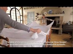 """To celebrate Christmas in Provence, the tradtional Christmas dinner – known as """"gros souper"""" or big supper – is a must. L'Occitane en Provence shows you how . Christmas Fashion, Christmas 2015, Holiday, Christmas Ideas, L'occitane En Provence, Celebration Around The World, French Property, Teaching French, Christmas Decorations"""