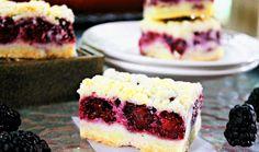 O prajitura simpla cu fructe, la tava. Se pot folosi orice fel de fructe de sezon cum ar fi: prune, pere, cirese, visine, nectarine, piersici