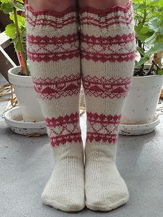 Ravelry: Haapalahti-sukka pattern by Pia Ketola - free pattern socks Crochet Socks, Knit Mittens, Knitting Socks, Crochet Yarn, Hand Knitting, Knitting Patterns, Knitting Machine, Vintage Knitting, Crochet Granny